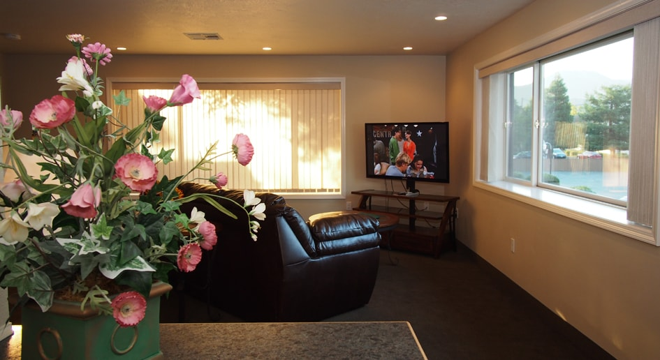 Redwood Suites Penthouse Suite Grants Pass